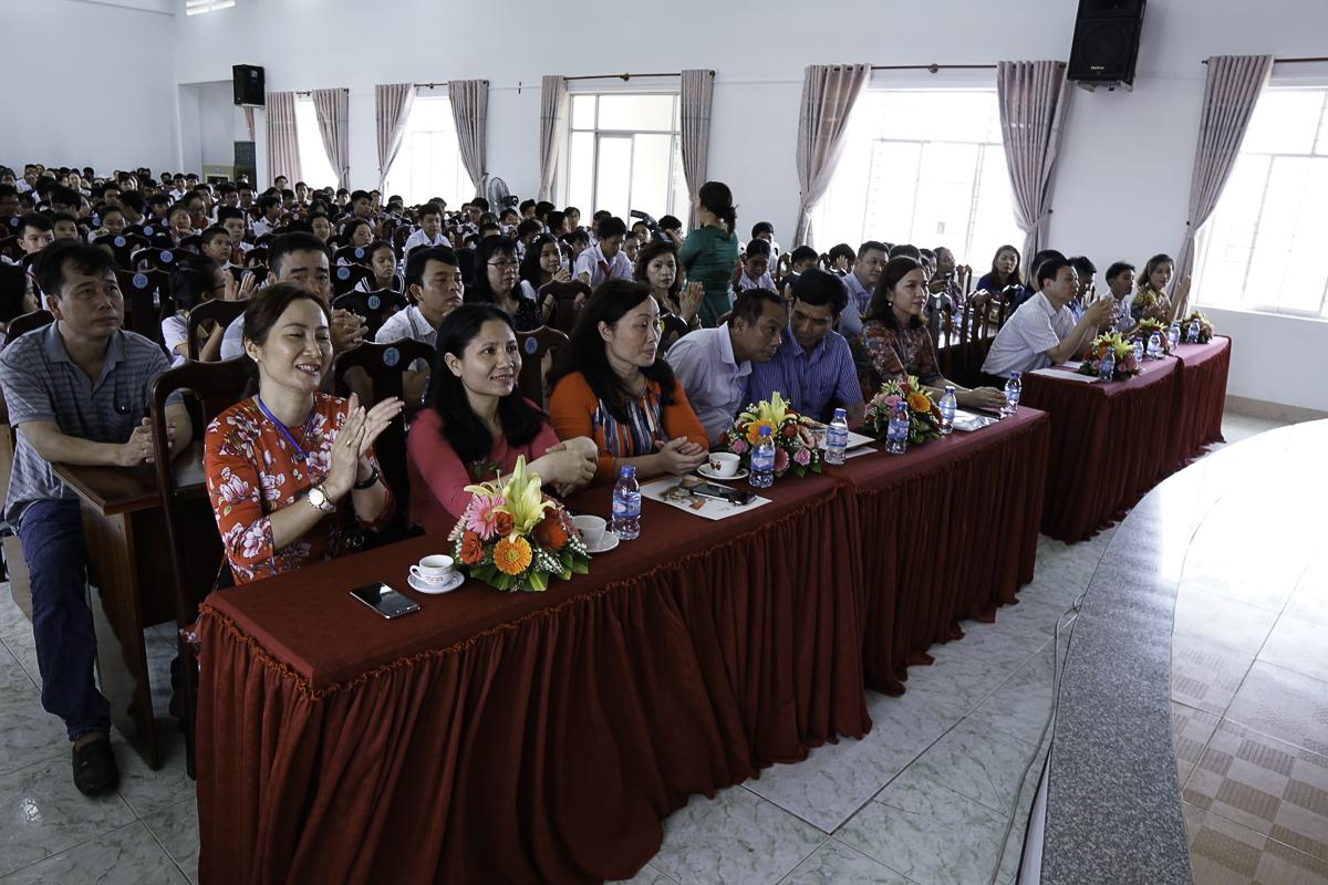 Sáng 24/5, lễ tôn vinh và trao giải cuộc thi giải Toán và Vật lý qua Internet - ViOlympic năm học 2018 – 2019 khu vực phía Nam đã diễn ra tại Trường THCS Nguyễn An Ninh, thành phố Vũng Tàu. Khoảng 200 thí sinh cùng phụ huynh và giáo viên, đại diện cho hơn 1.000 học sinh miền Nam đạt giải đã có mặt tại sự kiện.