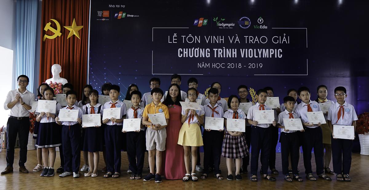 Theo Ban tổ chức, cuộc thi giải Toán, Vật lý qua mạng Internet - Violympic năm học 2018-2019 đã chính thức khép lại với hơn 2.000 giải thưởng dành cho những thí sinh xuất sắc nhất trên cả nước. Năm học 2018 – 2019, toàn quốc có hơn 10.000 học sinh đến từ 48 tỉnh thành tham gia vòng quốc gia cuộc thi Violympic. Trong đó, có 2.154 học sinh đạt giải ở cả 3 bộ môn: Toán tiếng Anh, Toán tiếng Việt và Vật lý.