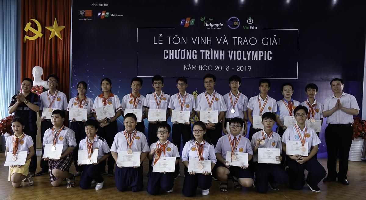 Học sinh đoạt giải ở Vòng thi cấp Quốc gia Violympic năm nay được cấp giấy chứng nhận theo từng môn và khối lớp. Các giải Vàng, Bạc và Đồng nhận được huy chương kèm theo.
