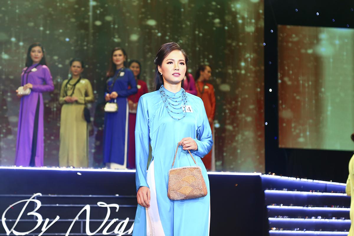 Nhẹ nhàng, thướt tha cùng vẻ mặt điềm tĩnh là hình ảnh của thí sinhLê Thị Thanh Đoan (Synnex FPT).