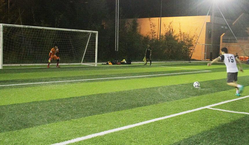 Đội trưởng Đức Phúc bên phíaFIN2 là người đá quả quyết định. Anh đã không mắc sai lầm nào để giúp đội nhà giành chiến thắng 4-2.
