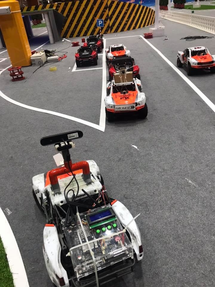 Tại trận Chung kết, các đội thi sẽ phải sáng tạo và ứng dụng các công nghệ xử lý ảnh, trí tuệ nhân tạo (AI) để lập trình cho xe tự định vị tìm đường đi ngắn nhất, di chuyển trên cung đường bất kỳ và vượt qua các chướng ngại vật với tốc độ cao nhất trong điều kiện ánh sáng thay đổi. Đáng chú ý là màn đua tốc độ của những chiếc xe tự hành khi mô hình xe chỉ có kích thước bằng 1/7 so với xe thực tế nhưng tốc độ tối đa lên tới 50km/h.