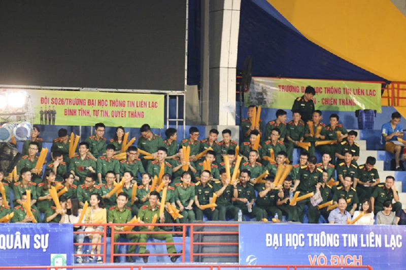 1.000 chỗ ngồi tại Trung tâm Văn hóa - Thông tin và Thể thao Tây Hồ (Hà Nội) được lấp đầy trừ rất sớm.Ảnh: Trâm Nguyễn