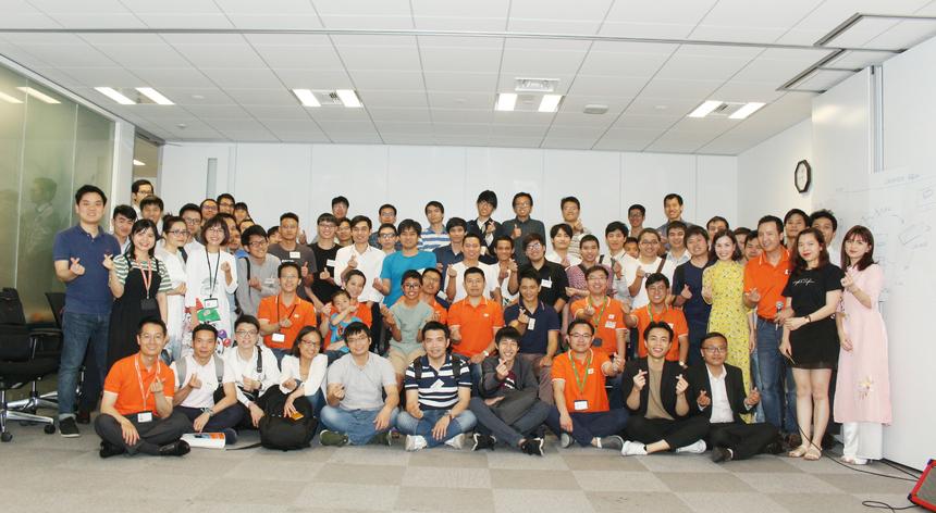 Diễn ra trong hơn 4 tiếng đồng hồ, hội thảo ô tô đã nhận được đánh giá cao của khách mời tham dự. Tháng 10/2017, FPT là công ty đầu tiên ra mắt công nghệ xe tự lái tại Việt Nam và là một trong số ít các công ty tiên phong trong lĩnh vực xe tự lái tại khu vực Đông Nam Á. Công nghệ xe tự lái của FPT đang ở cấp độ 3 dựa trên thang đo 5 cấp độ của xe tự lái của Hiệp hội Kỹ sư xe hơi (SAE). Nhà Phần mềm đã tích hợp thành công trên xe ô tô thương mại 4 chỗ và xe điện cho sân golf. Tháng 4 vừa qua, FPT, Yamaha và Ecopark đã ký kết triển khai thử nghiệm xe điện tự lái trong khu đô thị Ecopark (Hà Nội). Chủ tịch FPT Software cho hay, nhiều quốc gia đã thử nghiệm xe tự lái, nhưng triển khai thử nghiệm cho việc đi lại trong nội bộ khu của cư dân thì Ecopark là một trong những khu đô thị đầu tiên trên thế giới.