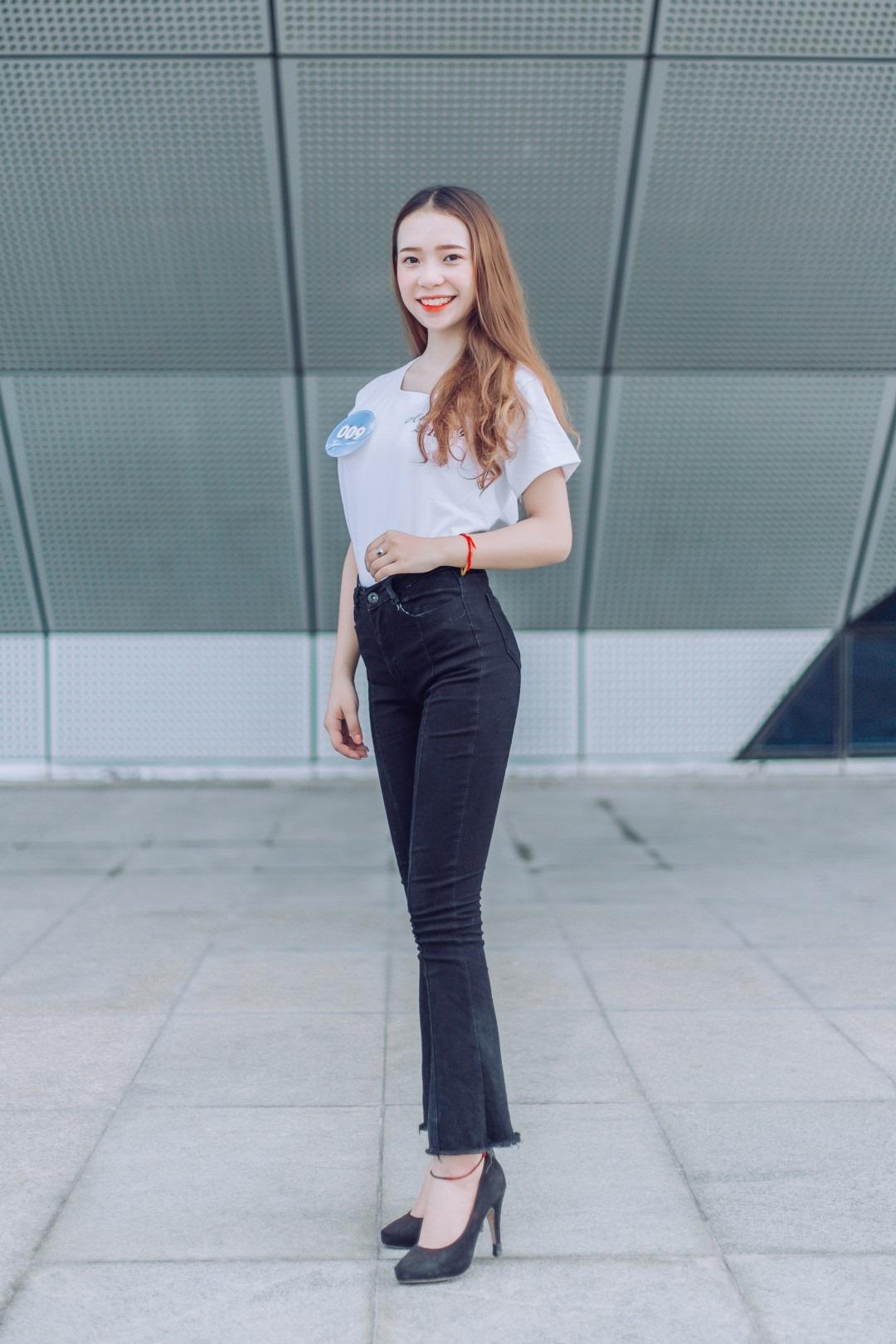 """Những cô gái tài sắc vẹn toàn nằm trong cuộc thi """"Miss Poly 2019"""" do FPT Polytechnic Đà Nẵng tổ chức. 12 thí sinh vượt qua vòng sơ loại để bước vào vòng bình chọn từ ngày 6 đến 15/6. Ảnh thí sinh Nguyễn Thị Lượng, mang số báo danh (SBD) 009."""