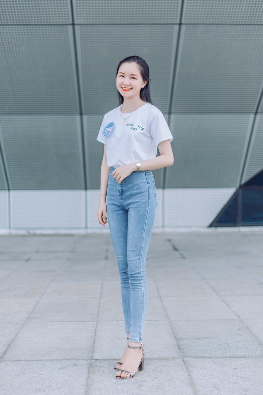 Mỗi thí sinh mang một vẻ đẹp khác nhau. Nguyễn Võ Kiều Oanh, SBD 008, luôn biết cách ghi điểm bằng sự thanh lịch và tự tin.