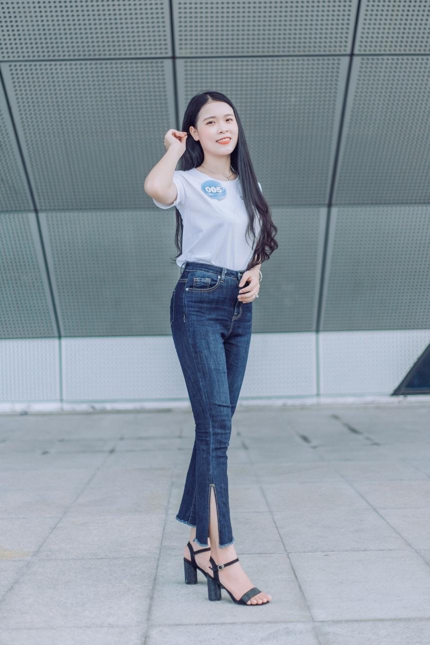 Sở hữu chiều cao lý tưởng cùng khuôn mặt thanh tú, Cao Thị Thanh Thảo, SBD 005, dễ dàng lọt Top 12 thí sinh xuất sắc.