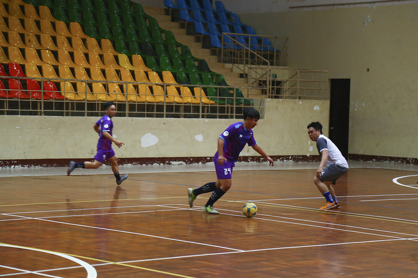 Ở trận đấu đầu tiên của lượt trận thứ 2 bảng B, Liên quân HO Tân Thuận đã có chiến thắng không hề dễ dàng trước các cầu thủ Cán bộ Quản lý Vùng 5.