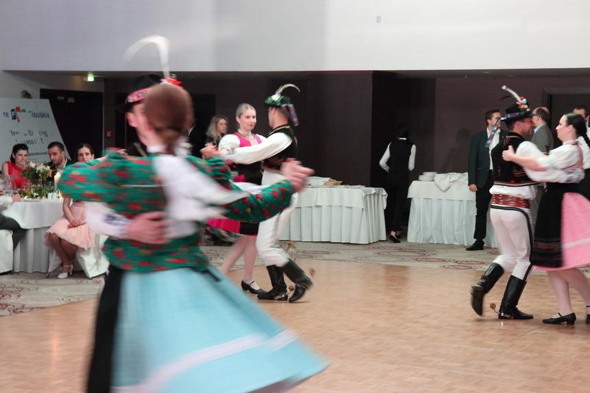 Bữa tiệc sinh nhật 5 tuổi của FPT Slovakia càng trở nên sôi nổi, vui tươi với tiết mục khiêu vũ mang đậm văn hóa bản địa.
