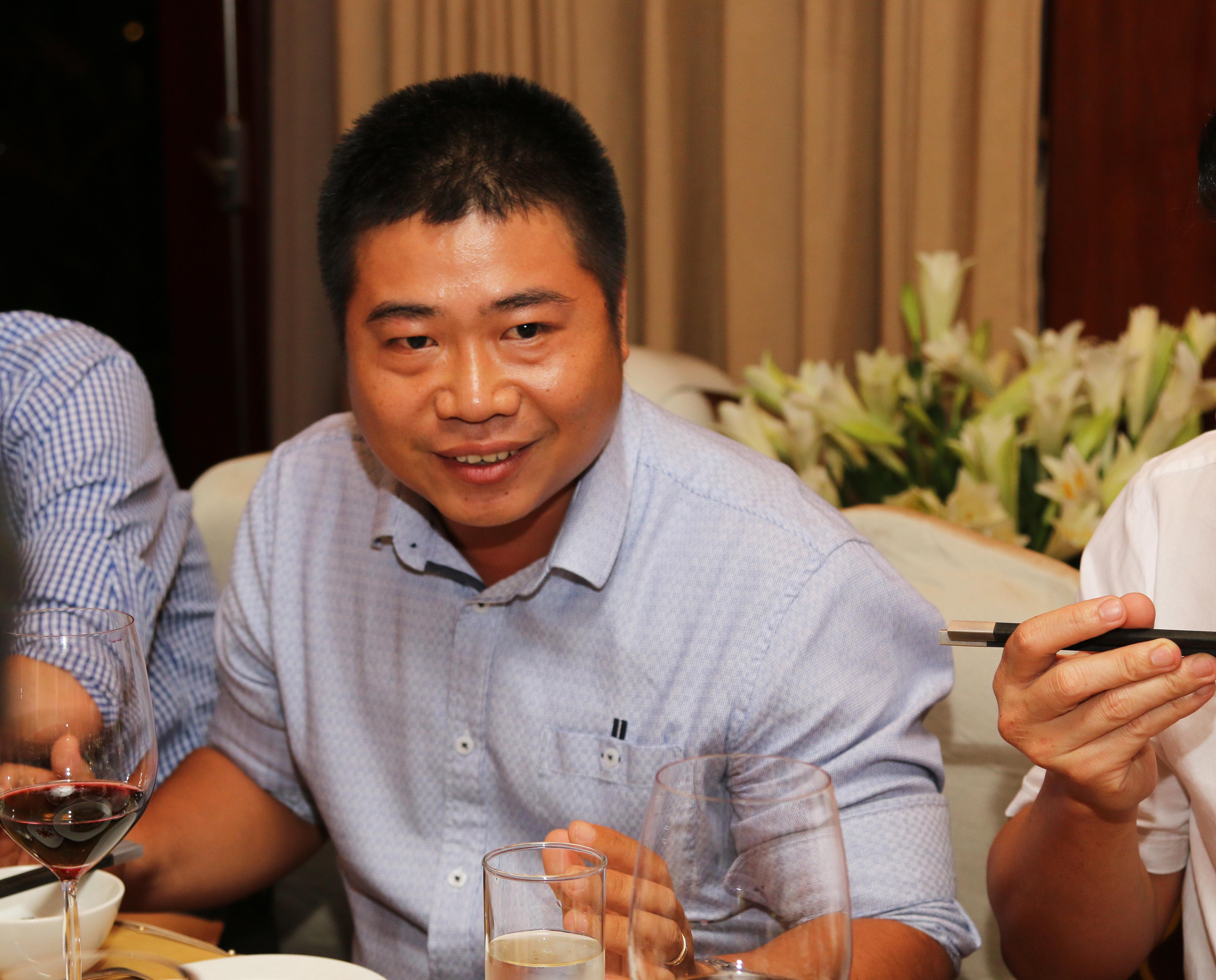 Từ một trưởng phòng kinh doanh của FPT Telecom Cần Thơ, anh Lưu Minh Thông trở thành Giám đốc chi nhánh Long An. Sau 1 năm phát huy vùng đất màu mỡ này, anh Thông đã đưa chi nhánh từ đứng số 7 lên số 5 của Vùng miền Tây Nam bộ. Dự dịnh của anh sẽ nâng cấp chi nhánh lên Top 3 sau 2 năm nữa.Đặc biệt, đối với anh Thông, sự kiện ăn tối và trò chuyện cùng Chủ tịch là điều ý nghĩa, mặc dù trước đó 'hơi có chút căng thẳng'.