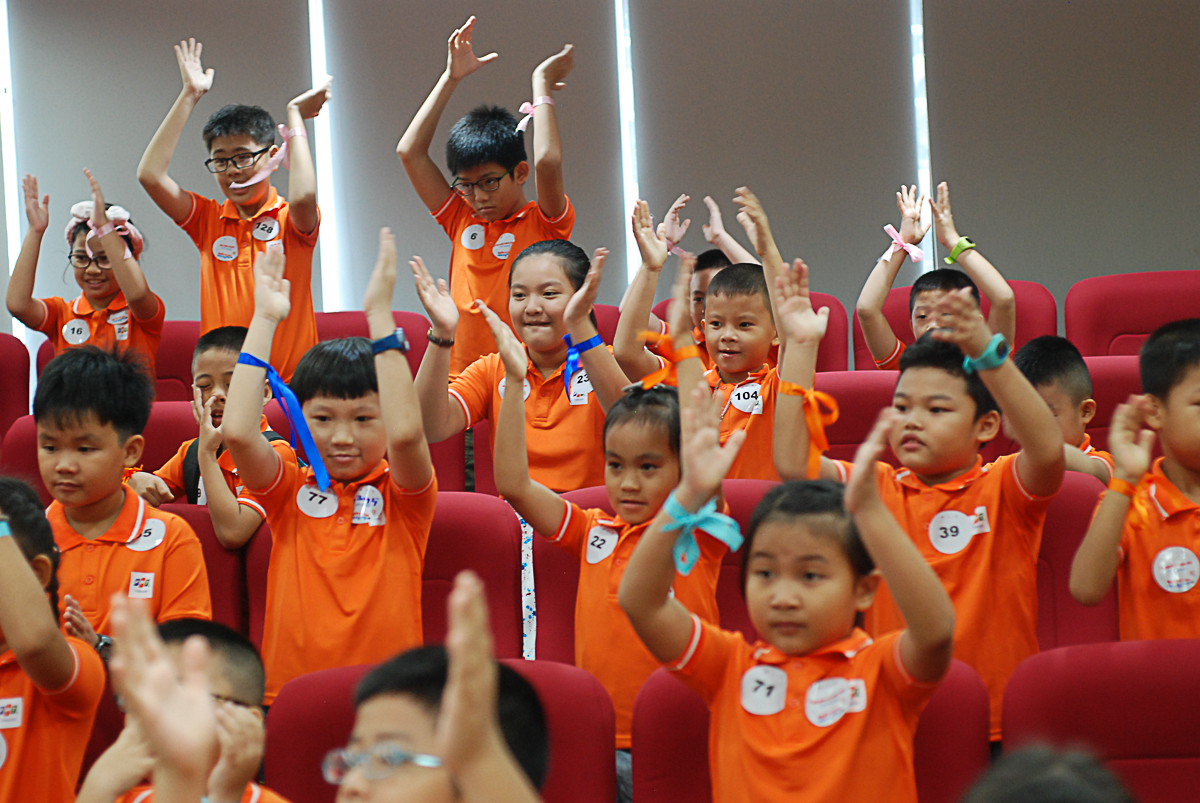 """Theo chị Chu Thanh Hà, Chủ tịch FPT Telecom, chương trình mong muốn các con sẽ có cảm giác trưởng thành hơn, qua đó, giúp định hướng được nghề nghiệp tương lai. """"Việc định hướng không nên nói suông mà cần tạo cơ hội cho trẻ quan sát thực tế""""."""
