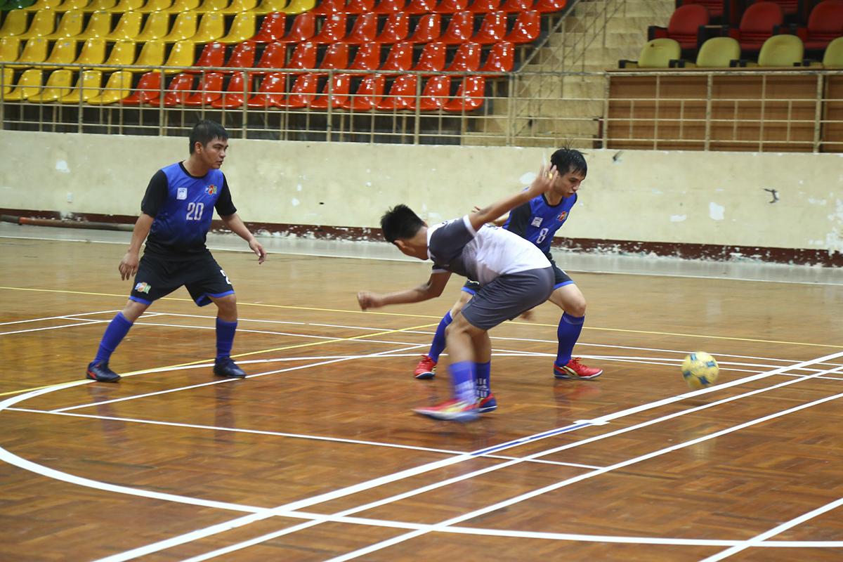 FTI vẫn chưa muốn dừng lại khi không ngừng tấn công, đội bóng áo xanh chỉ cần giành được chiến thắng sẽ chắc chắn lọt vào bán kết của giải.