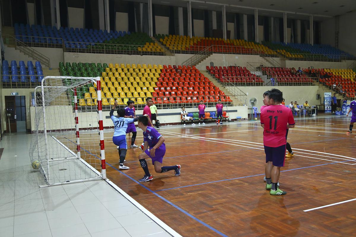 Không thể ghi bàn, PayTV phải trả giá với bàn thua ở phút 19 do cầu thủ số 8 Lê Thanh Thiện bên phía Liên quân ghi được.