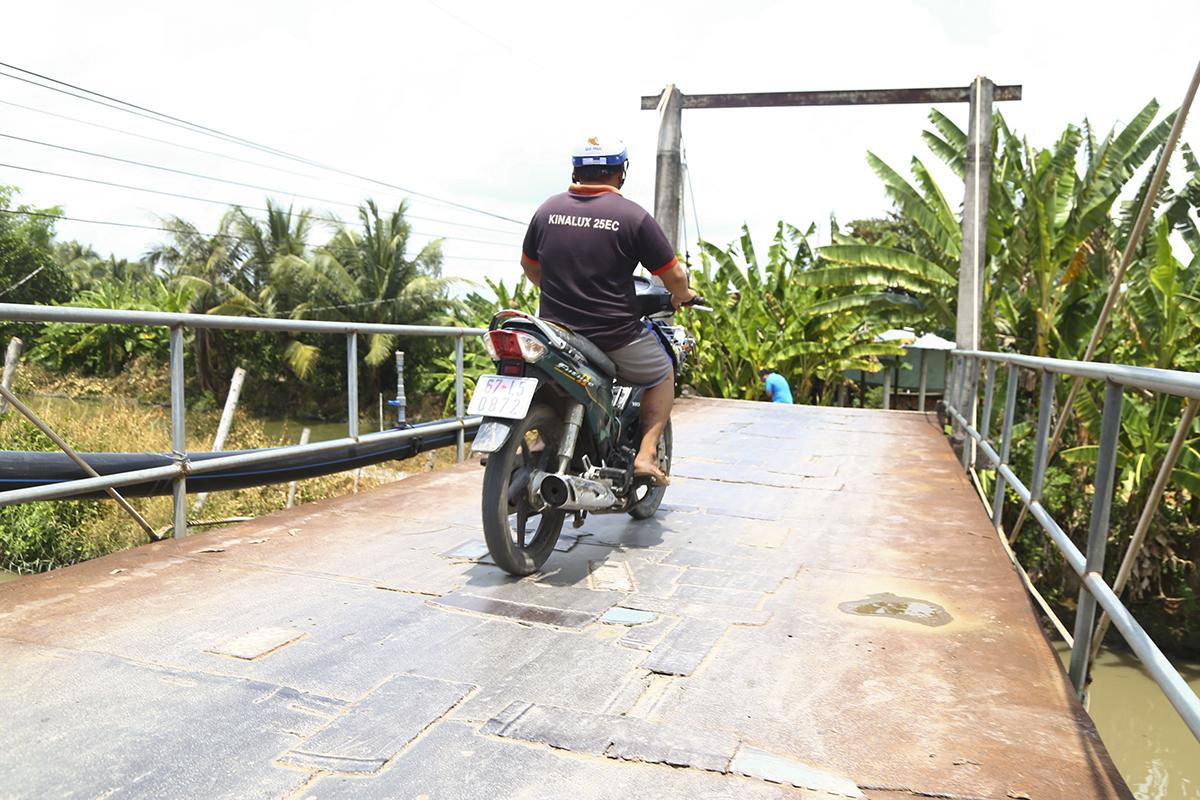 Trong số 3 cây cầu nói trên, cầu Kênh T2 (Hy Vọng 34) có vai trò trọng yếu nhất khi nối liền hai xã Vĩnh Trinh và Vĩnh Bình. Đây được xem là tuyến đường huyết mạch trọng giao thông liên xã của huyện Vĩnh Thạnh.