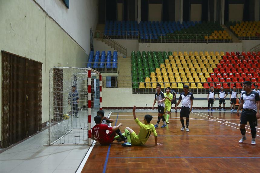 Hai đội mặc dù thi đấu chậm lại khi kết quả này đều làm hài lòng đôi bên nhưng PNC lại bất ngờ có bàn rút ngắn tỷ số 1-2 ở phút 30 do công của số 11 Nguyễn Minh Triều.