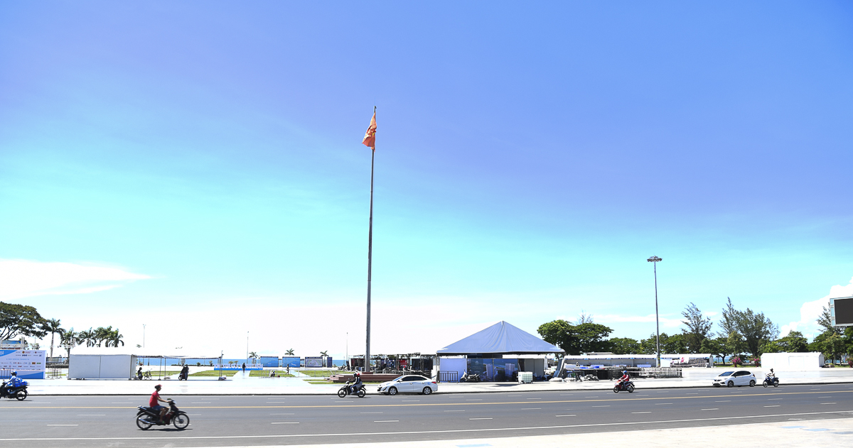 Khu vực chính của sự kiện nhìn từ tượng đài Nguyễn Tất Thành.Chiều nay, các động viên sẽ bắt đầu nhận BIB (số áo) tại đây.