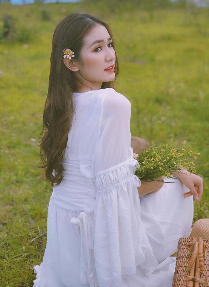 Trong chiếc váy trắng tinh khôi, sinh viên Lê Thị Diễm My, chuyên ngành Quản trị doanh nghiệp -Marketing & Sales tại FPT Polytechnic Tây Nguyên, như một nàng công chúa.