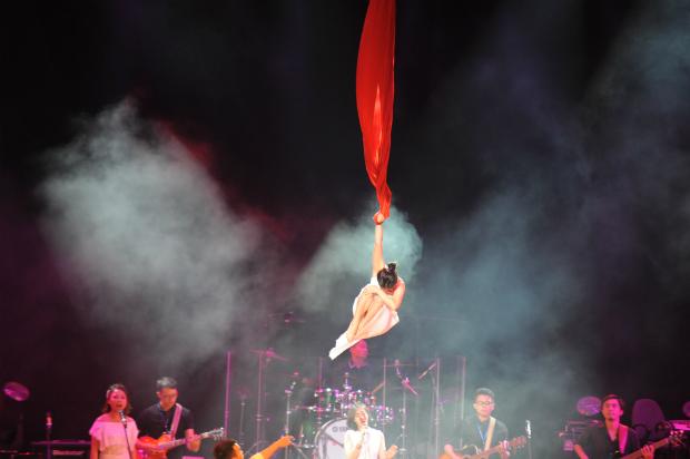 Sao Chổi là nơi đầu tiên Hương biểu diễn treo mình trên không trung. Ảnh: Thắng Nguyễn.