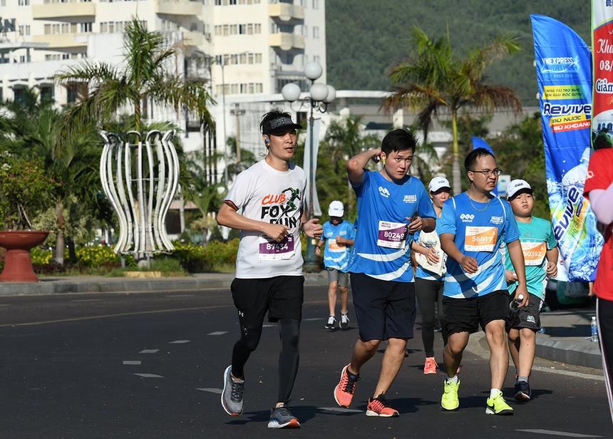 PTGĐ FPT Telecom Nguyễn Hoàng Linh mang áo FOX RUN và hoàn thành cự ly 21 km ở mốc dưới 2h30.