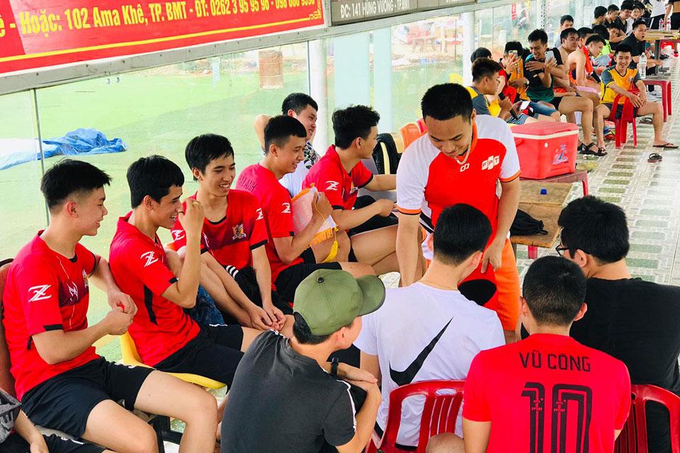 Năm đầu tiên tham gia giải, sinh viên Nguyễn Phan Trọng Nghĩa cho biết, Poly Cup Summer vừa giúp rèn luyện sức khoẻ thể thao và đem lại được sân chơi bổ ích cho mỗi cá nhân, đặc biệt tạo thêm tinh thần đoàn kết gắn bó cho các thành viên trong lớp. Năm 2018, đội bóng UDPM K13.3 đã trở thành tân vương của giải bóng đá 'Poly Cup 2018' do FPT Polytecnic Tây Nguyên tổ chức.