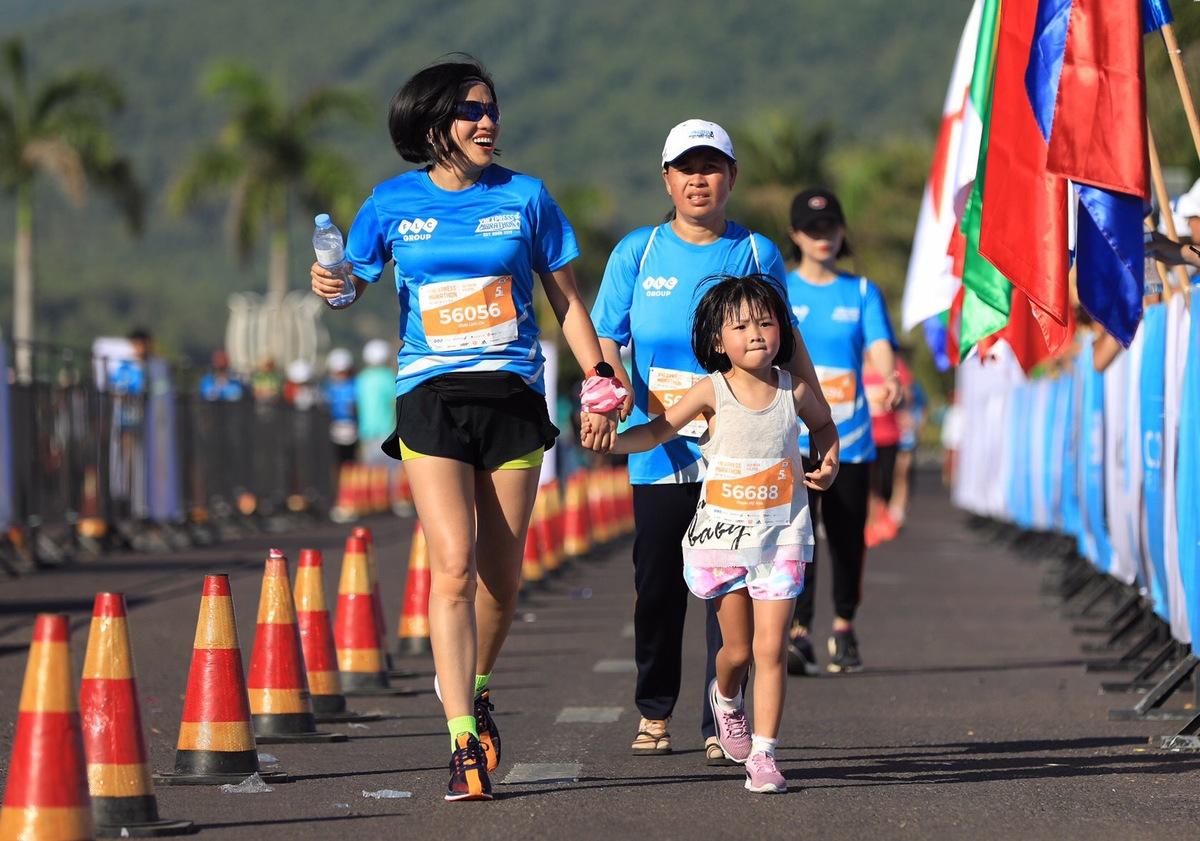 Do diễn ra vào thời điểm đã kết thúc năm học, nhiều em bé được bố mẹ là những người đam mê chạy bộ ghi danh và đưa theo đến Quy Nhơn.