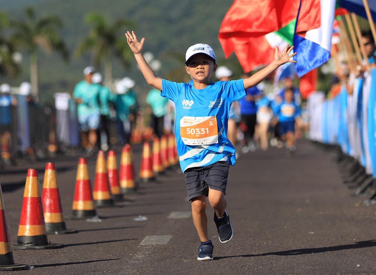 """""""Mỗi bước chạy của bạn sẽ góp một viên gạch vào chương trình Ánh sáng Học đường của Quỹ Hy vọng"""" là phương châm của Ban tổ chức giải chạy VnExpress Marathon 2019 - VM Quy Nhơn 2019 nhằm hướng tới cộng đồng."""