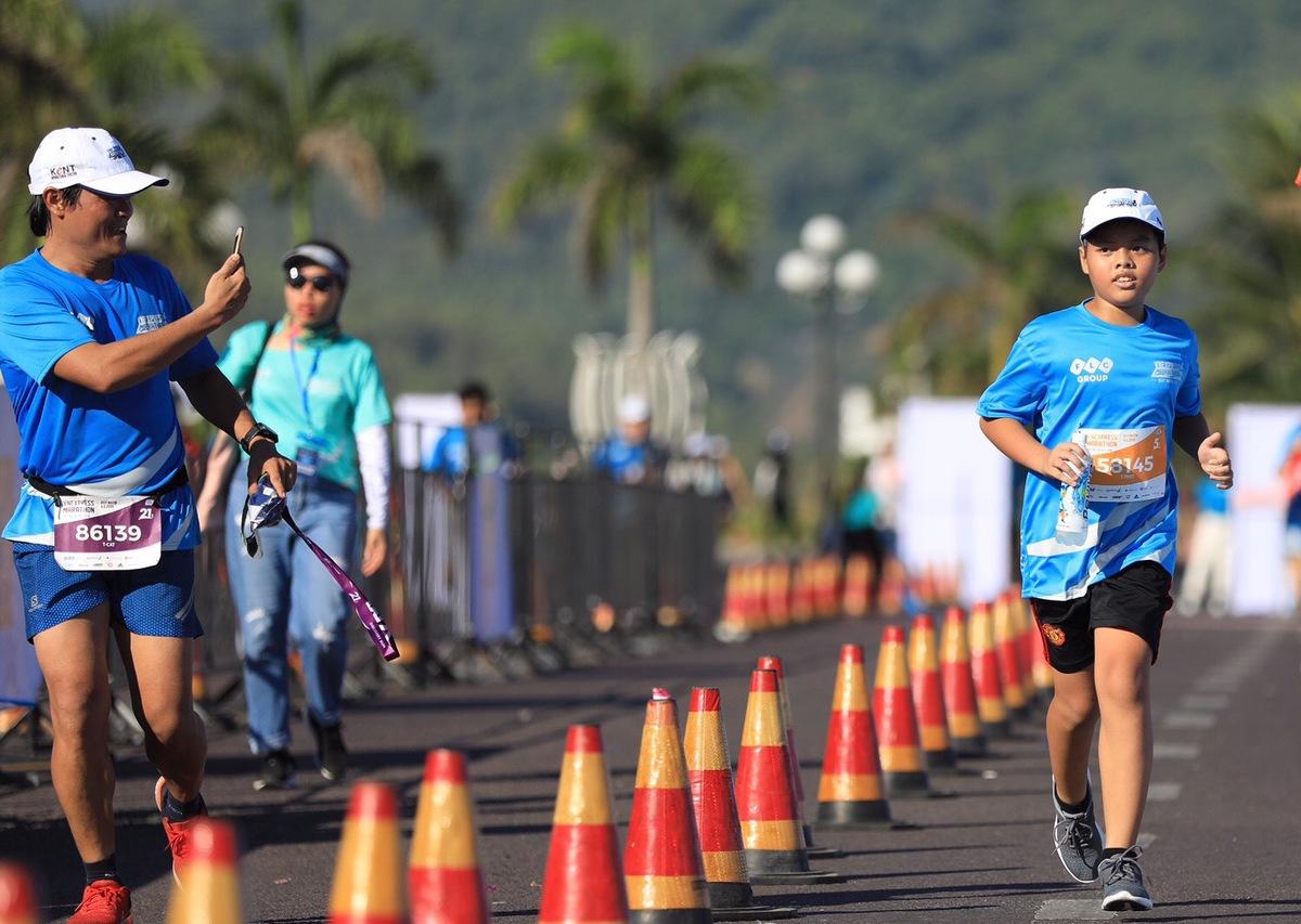Phong trào chạy bộ đang phát triển rộng khắp tại Việt Nam từ khoảng ba năm trở lại đây. Nhờ cảm hứng được lan toả cả trong xã hội lẫn phạm vi gia đình, ngày càng có nhiều em nhỏ đến với chạy bộ và yêu thích môn thể thao này.