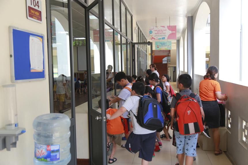 7h15 các bé có mặt tại trường và bắt đầu tham gia các hoạt động đầu tiên.Ảnh: Anh Tuấn