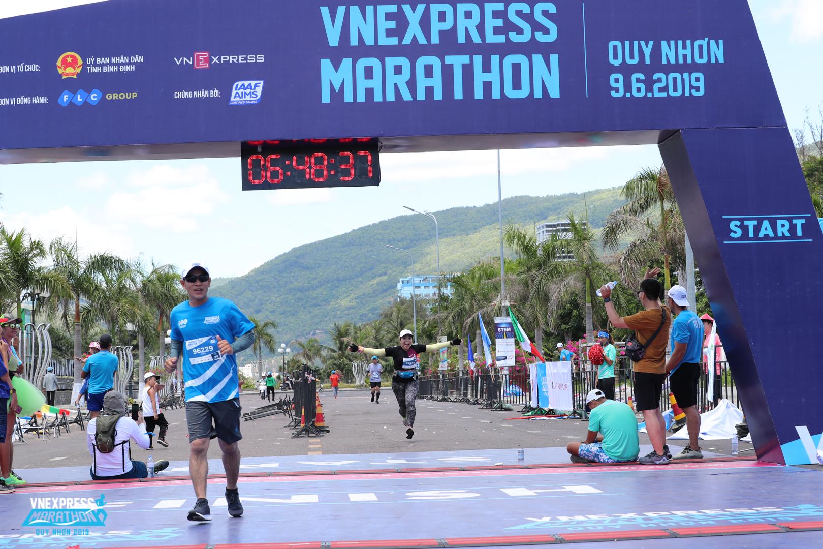 Chân chạy Trần Văn Cảnh của FPT Telecom Campuchia cũng lần đầu chinh phục thành công full marathon.