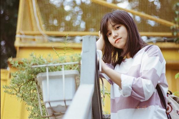 """Kể về cơ duyên đến với cuộc thi tài năng của ĐH FPT, Minh Châu cho biết trong một lần tình cờ đi cổ vũ bạn cùng lớp dự thi, cô bạn đã """"phải lòng"""" cơ sở vật chất hiện đại và môi trường năng động của ngôi trường này. Đó chính là lý do khiến Minh Châu tìm đến cuộc thi và tập luyện vất vả để có thể chạm tay vào học bổng toàn phần của ĐH FPT."""