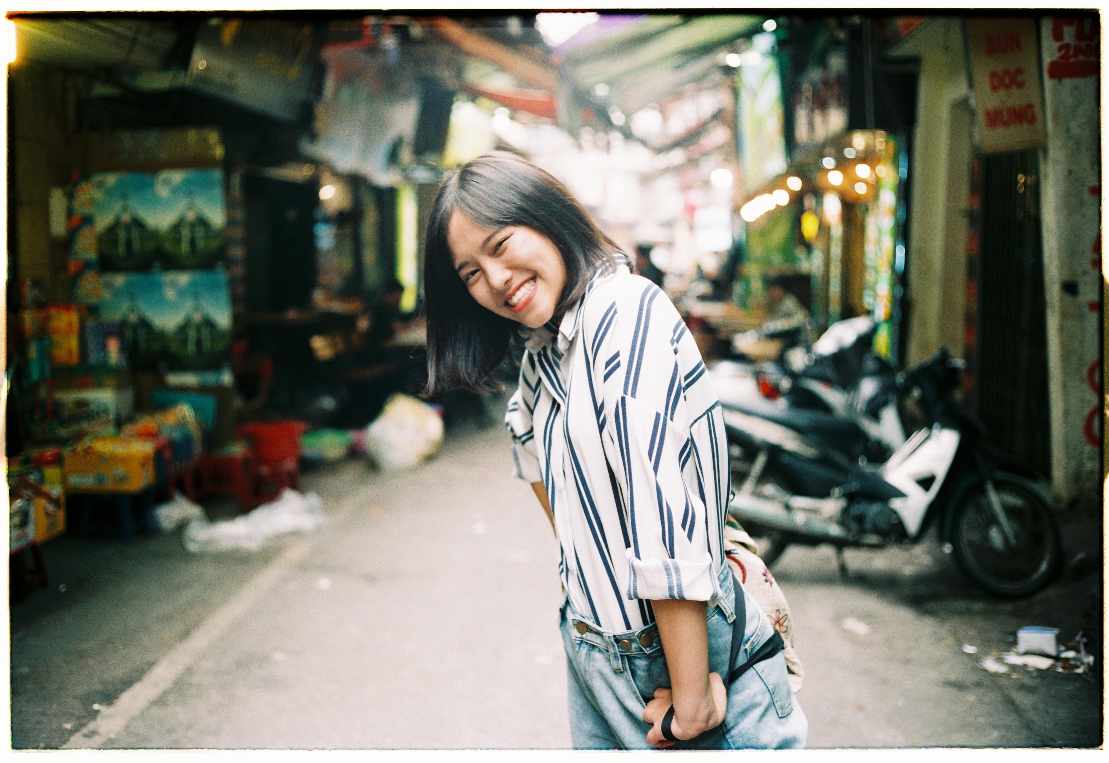 Minh Châu là thành viên của câu lạc bộ Glee YH, câu lạc bộ âm nhạc của trường Yên Hoà. Glee YH luôn tạo điều kiện để các thành viên được thể hiện đam mê, nên em cũng đã diễn ở một số sự kiện ca nhạc lớn nhỏ. Cô nàng còn sở hữu chiều cao 1m65, vóc dáng khá cao so với đa phần lý phụ nữ Việt Nam.
