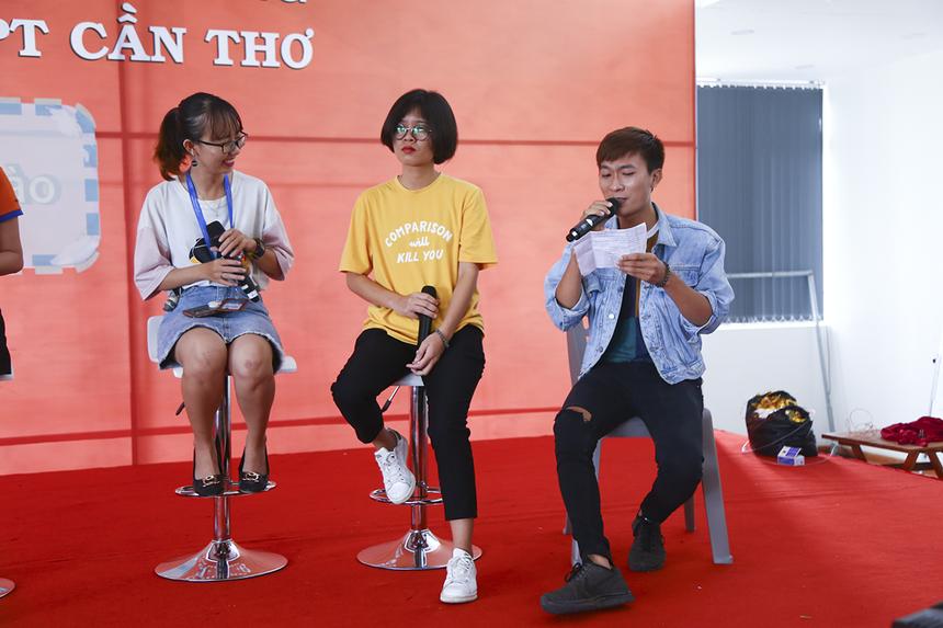 Ở mùa Sao Chổi năm nay, các đơn vị của FPT Education Cần Thơ sẽ không thi chung mà chia thành 3 đội. Trong đó, ĐH Greenwich (Việt nam) tham gia tiết mục tốp ca.
