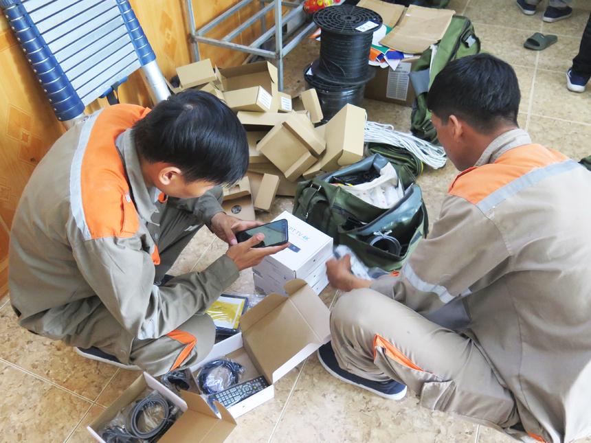 4h30 ngày 12/6, nhà 'Cáo' Bắc Ninh được huy động đến các tập điểm Internet trên địa bàn Từ Sơn (Bắc Ninh) để hỗ trợ 'cứu', tháo các dây mạng. Thi hành theo chính sách chỉnh trang đô thị của tỉnh Bắc Ninh, công ty điện lực trên địa bàn làm gọn các loại dây điện, dây mạng trên hệ thống cột điện tại các đường phố.