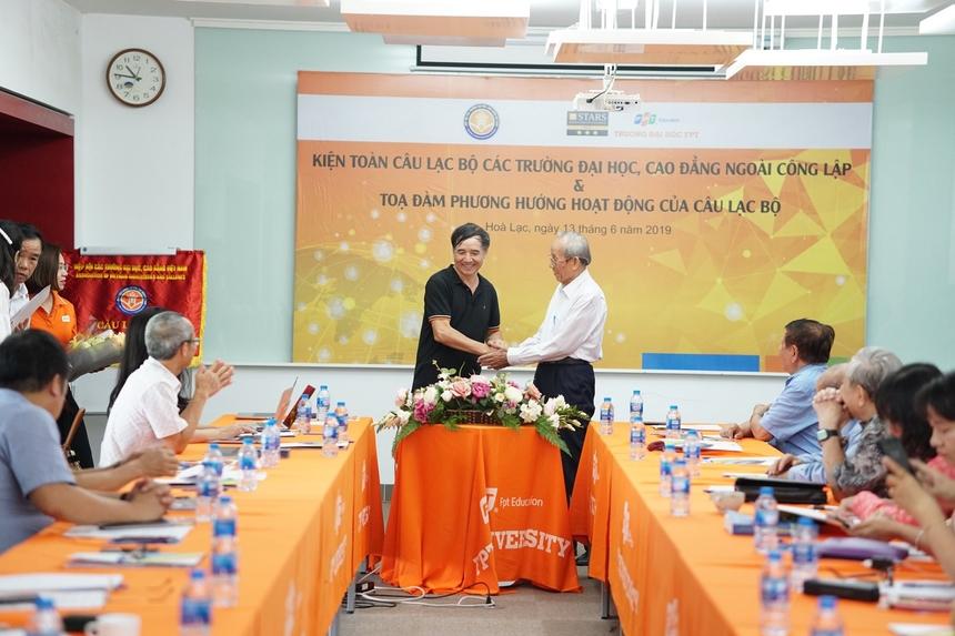 Đặc biệt, trong buổi làm việc, hội nghị tiến hành các thủ tục để bầu Chủ nhiệm CLB. Theo đó, TS. Lê Trường Tùng, Chủ tịch ĐH FPT chính thức trở thành Chủ nhiệm CLB.