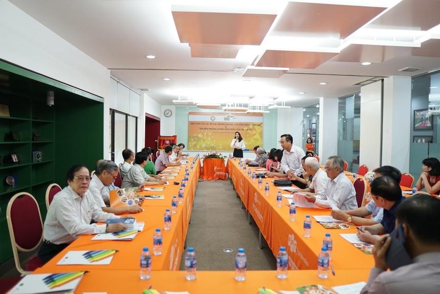 Tại đây, đại diện các trường tham gia buổi họp kiện toàn Câu lạc bộ trường ĐH, CĐ ngoài công lập và đưa ra phương hướng hoạt động.