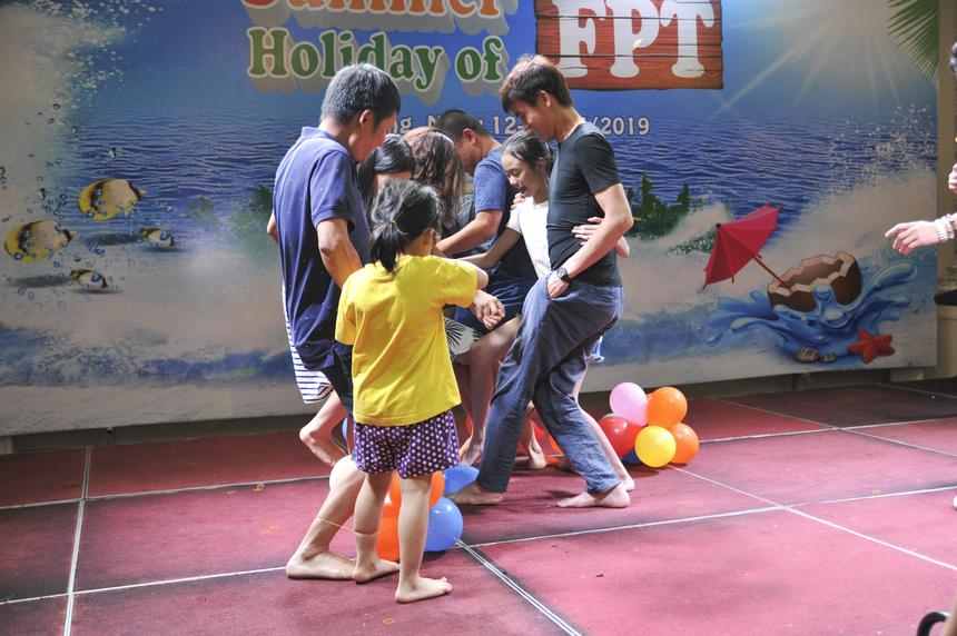 Chương trình còn có những hoạt động dành cho bố, mẹ và các con để thể hiện sự gần gũi, gắn kết trong gia đình.