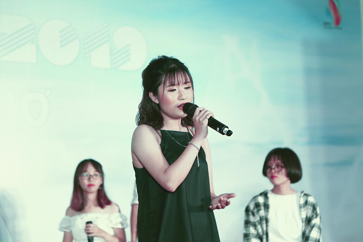 Bản mashup gồm nhiều ca khúc nổi tiếng của Ưng Hoàng Phúc, nhóm HAT, Phương Thanh, Hương Tràm: Anh không muốn bất công với em, Một thời đã xa, Em gái mưa...