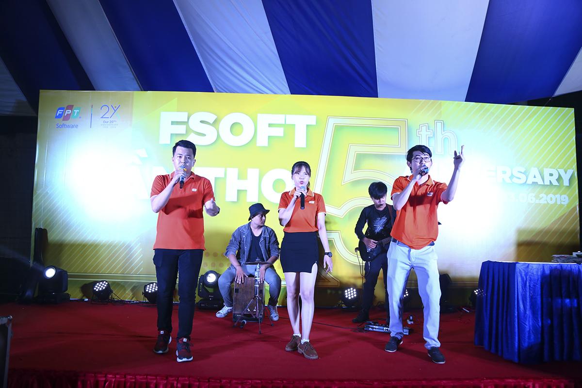 Tiếp nối là phần mashup đã đạt giải Ba tại hội thi Sao Chổi Cần Thơ 2019 của các thành viên Phần mềm.
