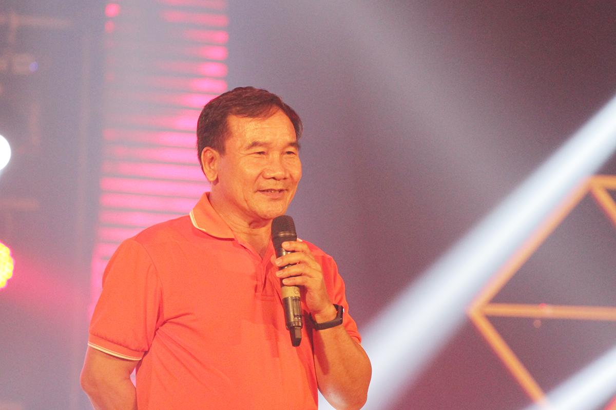 Phát biểu khai mạc, anh Huỳnh Tấn Châu, GĐ Khối văn phòng Tổ chức giáo dục FPT cơ sở Đà Nẵng, cho rằng, sân khấu âm nhạc dù được thể hiện bằng chất liệu âm nhạc nào đi chăng nữa cũng sẽ giúp khán giả thêm yêu hơn con người và văn hoá FPT. Ở đó, người FPT cùng nhau thể hiện tài năng âm nhạc, từ đó tạo ra một môi trường làm việc khác biệt...