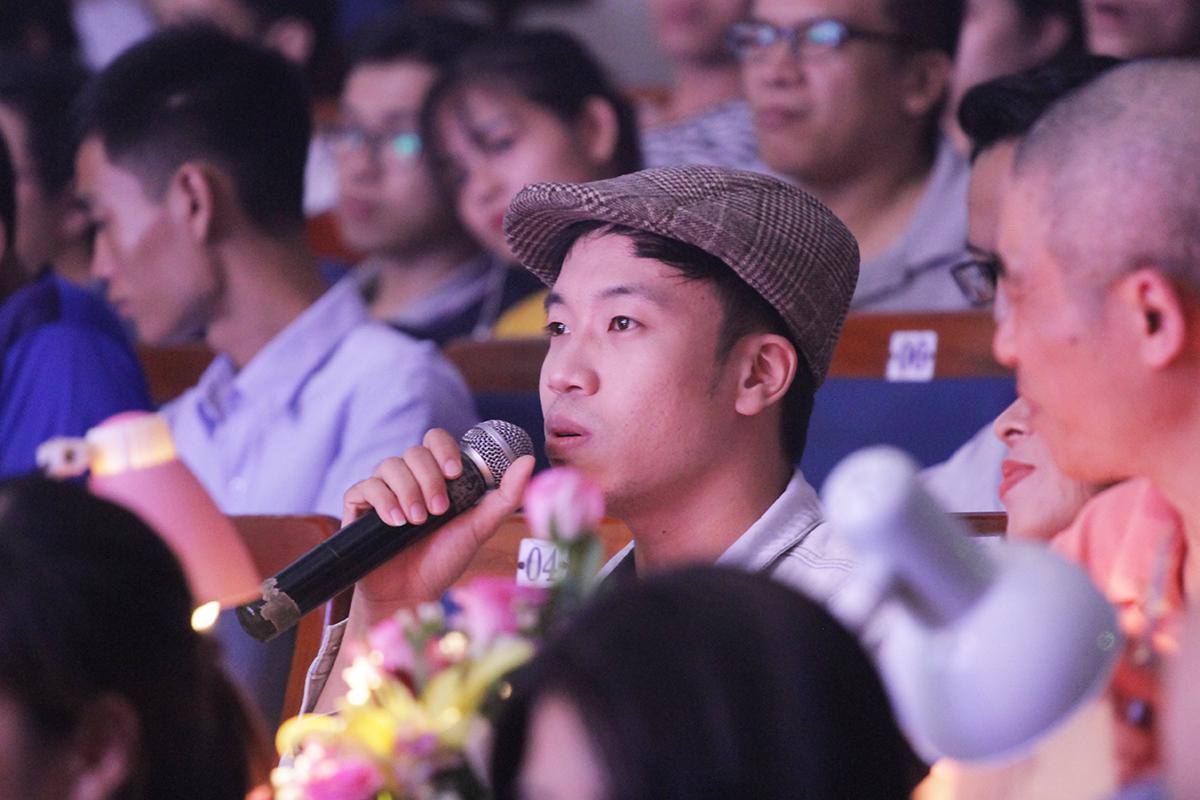 """Hơi tiếc một chút trong cách hát nhưng Thái Sơn Beatbox vẫn dành lời khen ngợi """"có cánh"""" cho FPT Software. Riêng FPT Telecom, Thái Sơn cho biết phần thể hiện mang một màu sắc không pha trộn vào đâu được. Phó Ban Văn hóa - Đoàn thể FPT Vũ Thị Vân Hải và giảng viên thanh nhạc Nguyễn Anh Tuấn, Phó đoàn ca múa nhạc Quân khu 5, cũng dành lời khen cho 7 tiết mục. """"Do mỗi đội thi thể hiện một phong cách, một thể loại nên tương đối khó dành cho các đội chơi. Họ phải tự chọn bài, lên ý tưởng và lắp ráp đội hình... sao cho đúng chủ đề của Ban tổ chức. Do đó, các thể hiện của mỗi đội đều mang một nét riêng, độc đáo"""", chị Vân Hải, chia sẻ."""