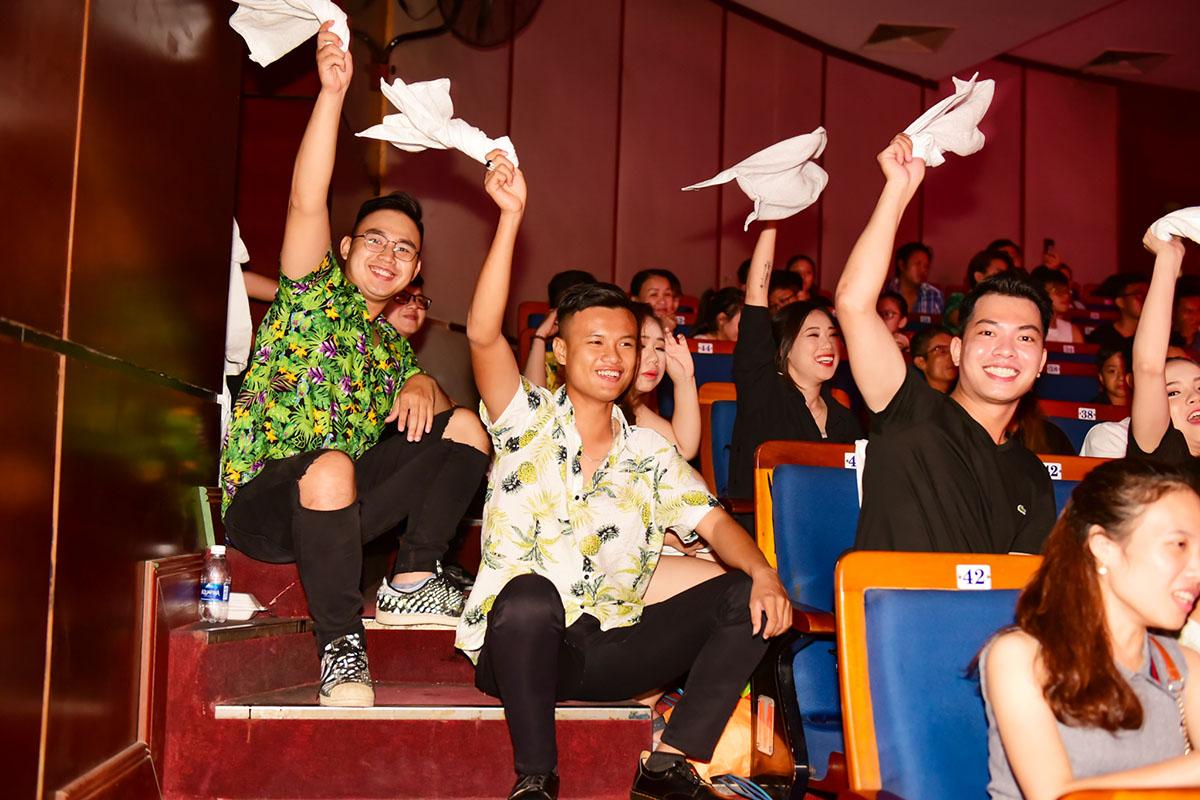 Thái Sơn từng giành ngôi vị cao nhất giải Asia Beatbox 2018 cùng giải thưởng lớn trong và ngoài nước. Do đó, anh trở thành thần tượng của rất nhiều bạn trẻ FPT... Kết thúc đêm nhạc, FPT Software trở thành Quán quân của Sao Chổi miền Trung 2019. Trong khi đó, FPT Edu 3 và FPT Telecom lần lượt giành Á quân 2 và Á quân 1. Hạng mục giải Cống hiến, Triển vọng, Tài năng và Phong cách lần lượt thuộc về FPT Edu 2, FPT Edu 1, FPT DPS và FPT Retail. Trung Tín (ĐH Greenwich (Việt Nam)) và Quỳnh Ngân (FPT Software) giành giải Nam và Nữ thí sinh xuất sắc của sân chơi.