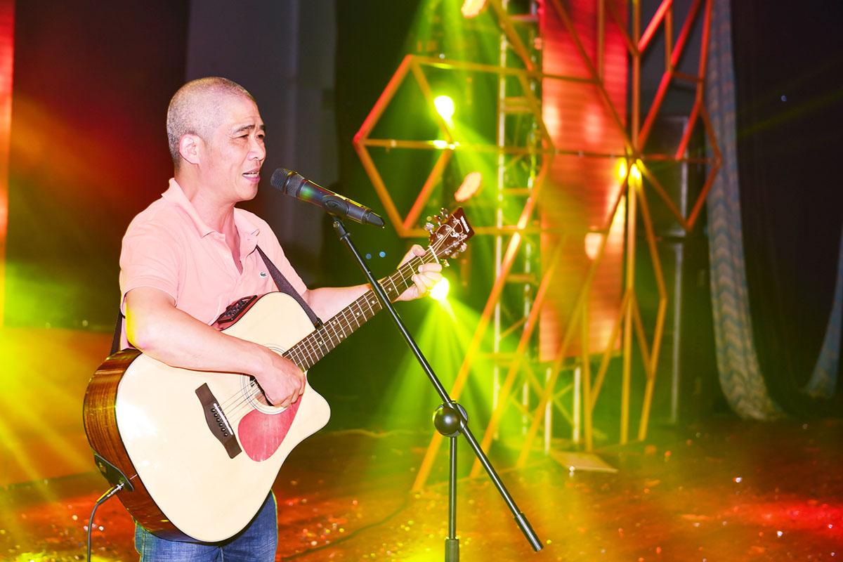 Gia nhập FPT từ năm 2003, nhạc sĩ Trương Qúy Hải sinh năm 1963 tại Hà Nội. Anh không phải là nhạc sĩ được đào tạo bài bản qua trường lớp chính quy về âm nhạc. Anh đến với nghệ thuật một cách rất tình cờ khi từ chối đi học Đại học Mỏ - Địa chất sau khi tốt nghiệp THPT năm 1981 để nhập ngũ...