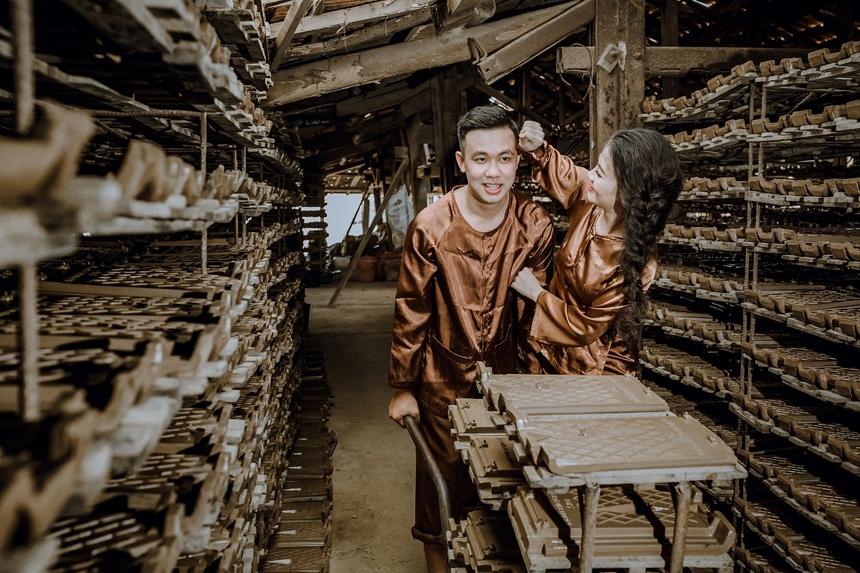 Nữ nhân viên FPT cũng cho biết, dù ít tuổi hơn nhưng Tuấn Linh là một chàng trai đĩnh đạc, biết cách cư xử và rất giàu tình cảm, đặc biệt nấu ăn rất ngon.