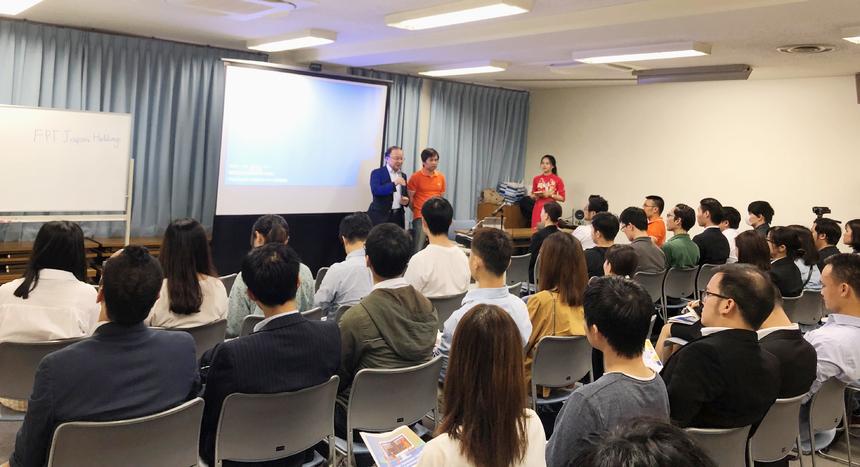 """Đây là lần thứ hai FPT Japan tổ chức hội thảo tạiHiroshima. Năm 2014, sự kiện về công nghệ thu hút khoảng 40 khách mời. Với chủ đề""""Cơ hội dự án Hightech và Công nghệ CAD/CAE"""", hội thảo thu hút 60 người tham dự thuộc các lĩnh vực IT, CAD và sinh viên năm cuối."""