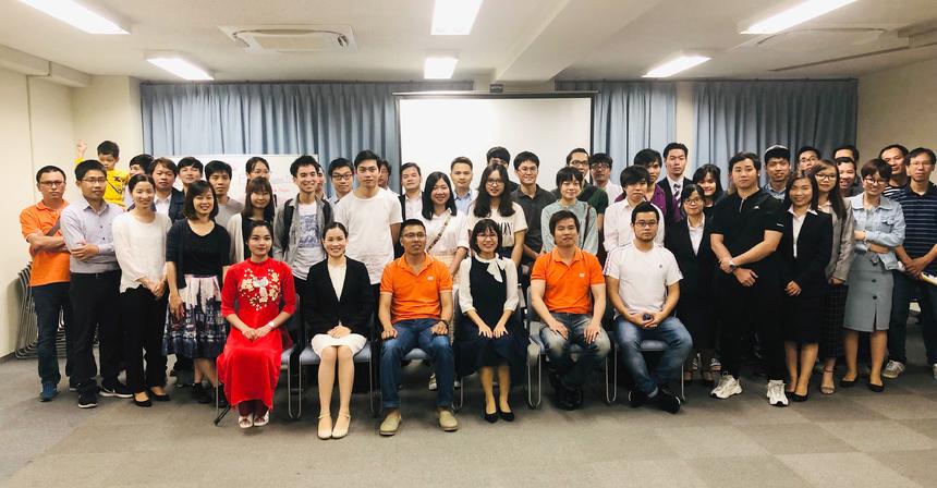"""Theo BTC, dù thời tiết mưa rào nhưng các khách mời vẫn rất hào hứng đến tham dự hội thảo. Trước đó, tại văn phòng Daimon, hội thảo """"Tech Meetup: The Future Of Car Technologies"""" thu hút đông đảo khách tham dự đến từ nhiều công ty Nhật Bản. FPT Japan thường tổ chức các sự kiện về công nghệ nhằm tạo cơ hội kết nối và giao lưu cộng đồng kỹ sư người Việt Nam có chung sự quan tâm đến công nghệ ô tô."""