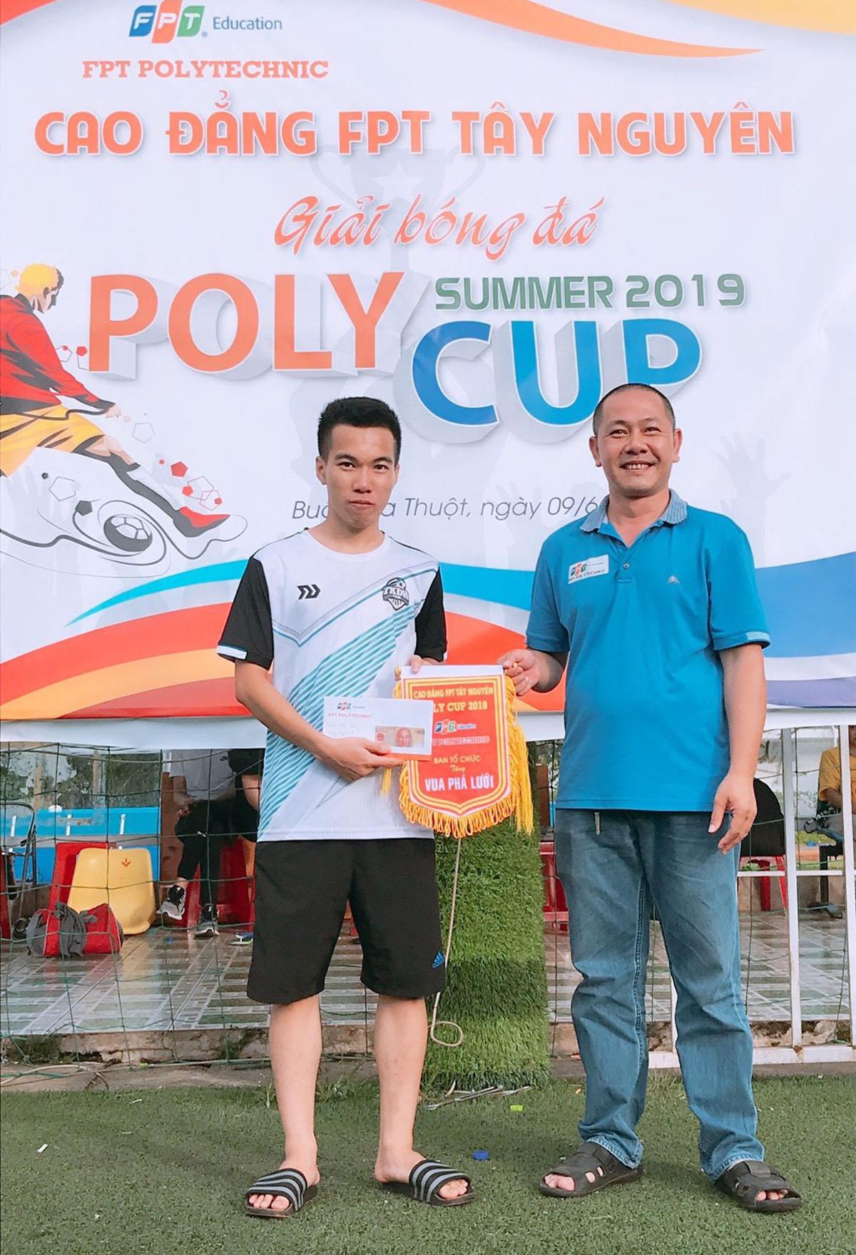 Ghi được 12 bàn thắng, Xuân Tùng trở thành Vua phá lưới'Poly Cup' Tây Nguyên.
