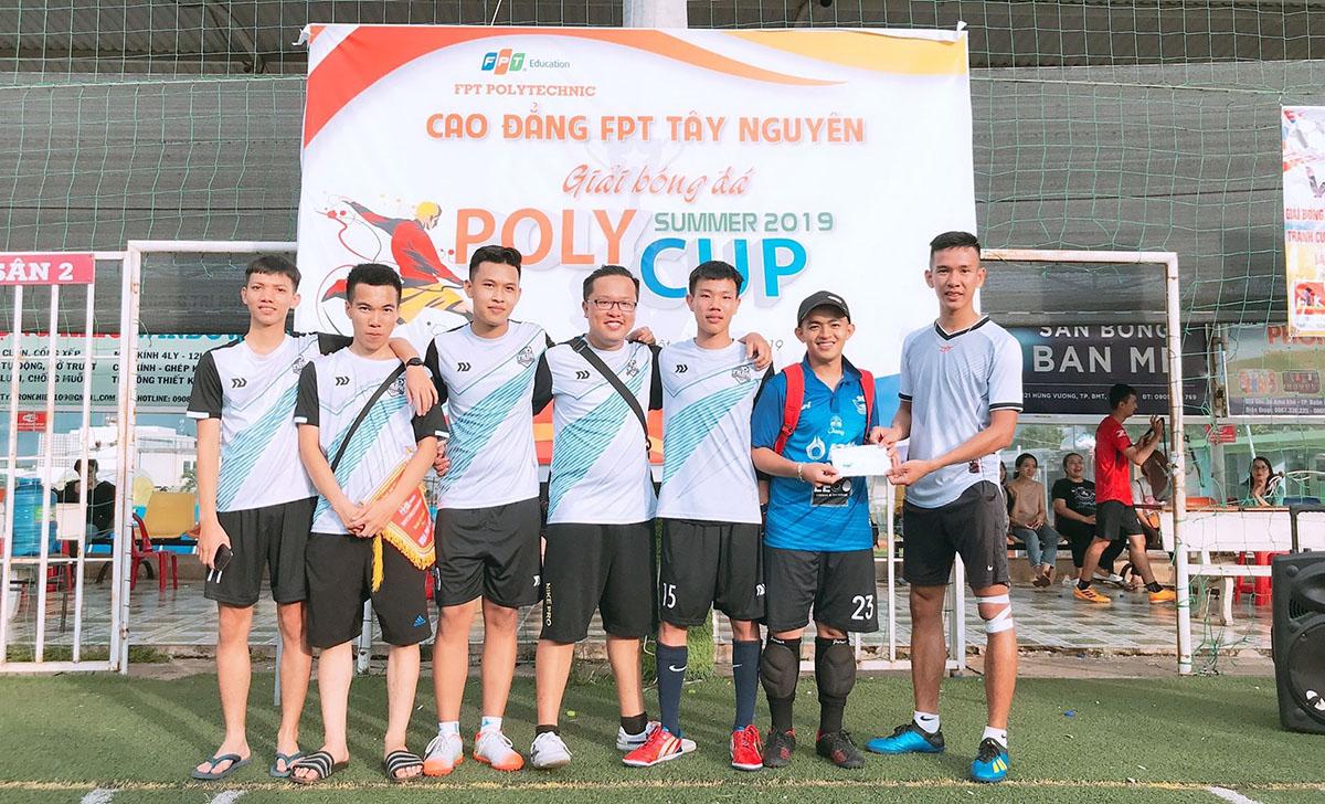 Thất bại 0-2 trong trận tranh giải Ba,TKDH 13.3 giành giải Khuyến khích.