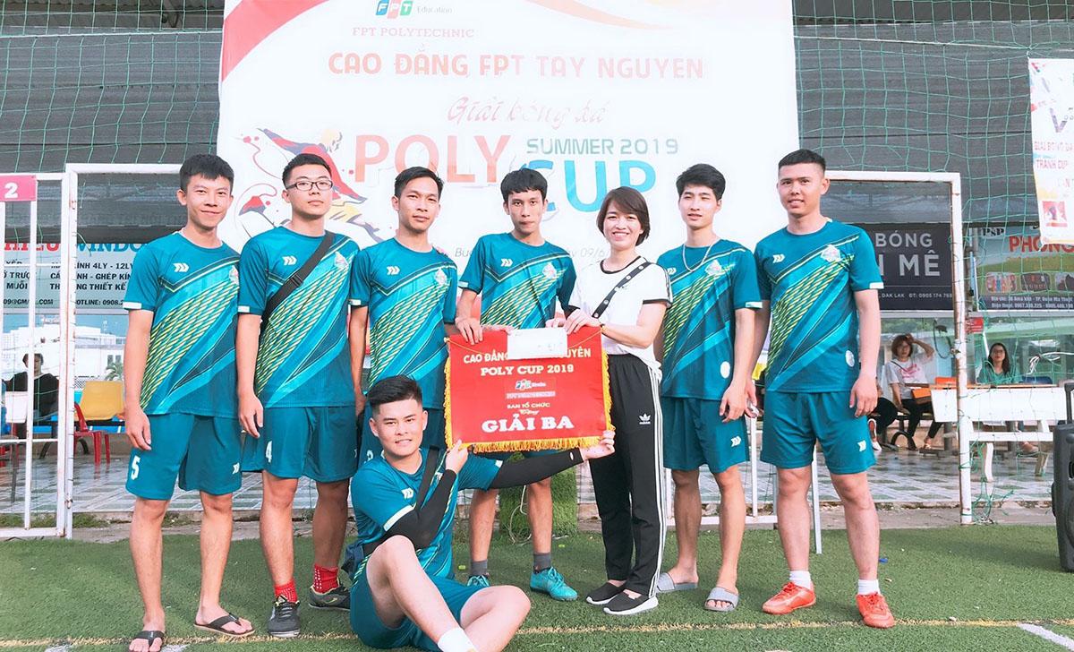 MAR 13.3 giành giải Ba chung cuộc tại giải bóng đá FPT Polytechnic Tây Nguyên.
