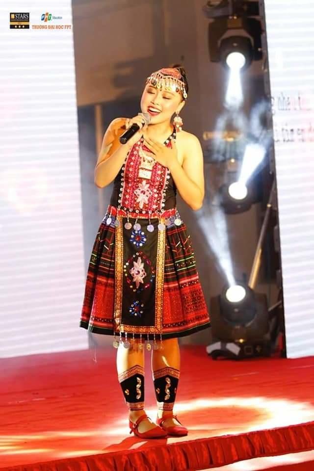 Trước đó, Hải Băng từng đoạt giải NhấtFPT University Talent 2018,Hải Băng nhận được 30 triệu đồng tiền thưởng và 1 suất học bổng toàn phần vào ĐH FPT. Gần đây, cô còn là giọng ca chính của nhà Giáo dục với bài hát 'Chờ chàng' và giành ngôi vị Quán quân của hội diễn Sao chổi miền Bắc 2019.