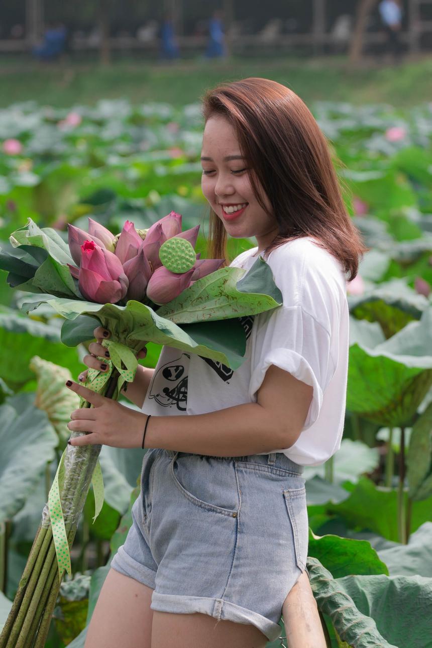 Nữ sinh thích đồ ăn Việt Nam, thích xem chế biến đồ ăn và xem phim mỗi ngày.Bên cạnh đó cô nàng say mê ca hát, diễn xuất, một chút kỹ năng về MC, có khả năng chơi nhạc cụ như đàn tì bà, đàn bầu, piano...